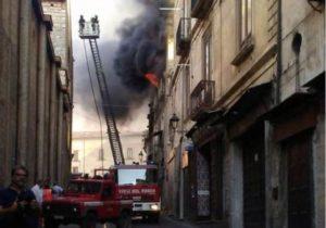 La Calabria incendia Telesio, e un'idea nel vuoto