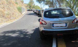Strada chiusa a Caminia e parcheggio sulla pista ciclabile