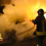 A fuoco l'auto di un carabiniere, incendio doloso?
