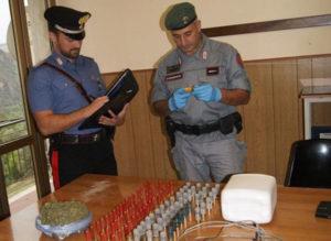 Marijuana e munizioni rinvenute dai carabinieri in una grotta