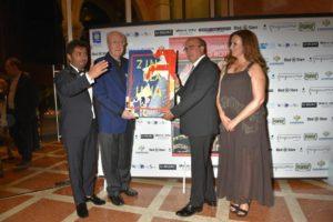 Premio Fondazione Mimmo Rotella, Casadonte premia l'icona del cinema mondiale Michael Caine