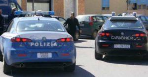 Entrano in casa e tentano di asportare cassaforte, arrestati tre ladri