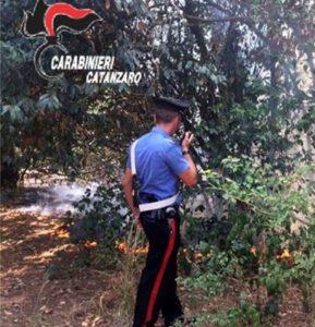 Catanzaro – Sorpresa mentre appicca fuoco in villa comunale, arrestata