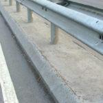 L'ente proprietario della strada deve risarcire i danni causati agli utenti per l'omessa manutenzione del guard-rail
