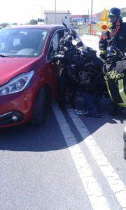 Scontro tra moto e auto, due feriti