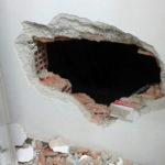 Rapina in ufficio postale, malvivente sbuca da foro parete e minaccia dipendente