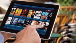 Chi utilizza dispositivi per vedere Sky senza pagare l'abbonamento rischia il carcere e una multa