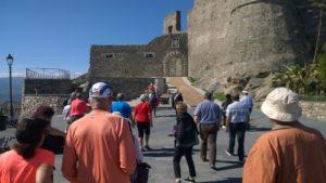Arrivederci Squillace, una delegazione di turisti da crociera entusiasti delle bellezze del borgo
