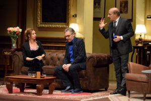 Teatro – Carlo Buccirosso conquista il pubblico di Lamezia Terme
