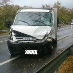 Pauroso incidente sulla Ss 106 a Montepaone. Furgone nell'impatto prende fuoco, autista ustionato