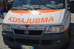 Auto contro un palo, 75enne muore sul colpo
