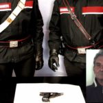 Ferisce i vicini a colpi di pistola, 68enne arrestato