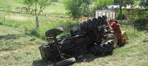 Si ribalta con il trattore e rischia di rimanere schiacciato, trasportato in elisoccorso all'ospedale di Catanzaro