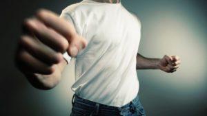 Studentessa aggredita con pugno al volto da sconosciuto, forse 'knockout game'
