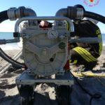 Travasati più di 1000 litri di gasolio dal peschereccio arenato