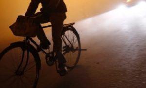 Ciclisti al buio sulla ex SP 124 Soverato-Montepaone