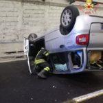 Catanzaro – Fiat Multipla si ribalta in galleria, ferito il conducente