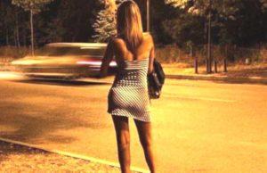 Prostituzione sulla Statale 106, emessi due daspo urbani per due lucciole