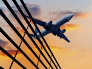 Calabria – Per nuovi collegamenti aerei pubblicato bando di 12 milioni di euro