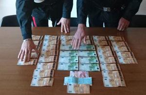 Sorpresi con tremila euro falsi in auto, arrestati