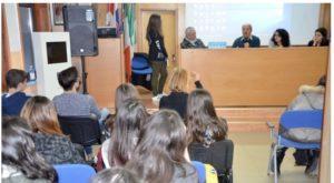 """Gli studenti dell'ITE """"Calabretta"""" di Soverato incontrano lo scrittore Carmine Abate"""