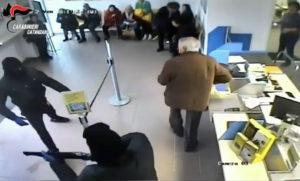 Rapina nell'ufficio postale di S. Andrea Jonio, arrestati due giovani