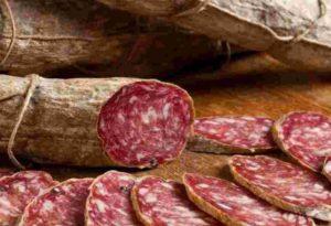 Salame nostrale a rischio microbiologico per salmonella, il Ministero della Salute lancia l'allerta