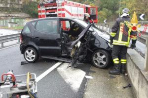 """Incidente sulla Ss 280 """"dei Due Mari"""" in galleria Sansinato, ferite due donne"""
