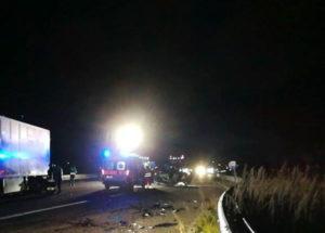 Scontro tra auto e camion sulla Ss 106, muore 46enne