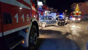 Scontro frontale tra due auto sulla Statale 106, cinque feriti