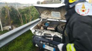 San Sostene – Scontro tra due auto: tre feriti, uno grave
