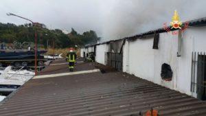 Soverato – Incendio in un capannone della Ranieri