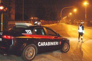 Forza posto di blocco e investe carabiniere, 34enne ai domiciliari