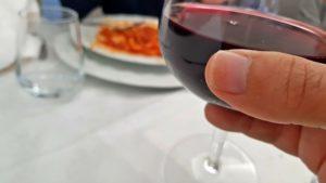 Bere vino prima di dormire aiuta a perdere peso, a scoprirlo uno studio