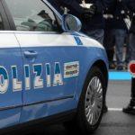 Donna in stato confusionale in strada, soccorsa da un cittadino e dalla Polizia