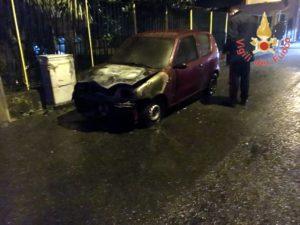 A fuoco auto nel comune di Cortale