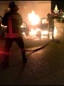 Tre auto a fuoco nella notte nel comune di Borgia