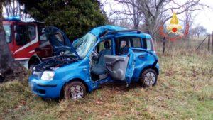 Auto si schianta contro un albero, muore 26enne di Girifalco
