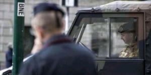 Militare del Reggimento Bersagliere di Cosenza si spara nella metro di Roma