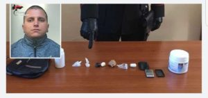 Deteneva cocaina nel bagno, arrestato 28enne di Davoli