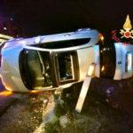 """Auto si ribalta sulla SS 280 """"Due Mari"""", un ferito"""