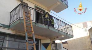 Incendio per corto circuito alla lavatrice, due bambine in ospedale