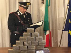 Sequestrati 10 kg di hashish in un appartamento, arrestati madre e figlio