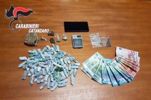 Trovato con hashish, marijuana ed eroina. 21enne arrestato nel catanzarese