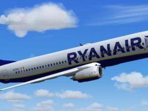 Passeggero ubriaco su un aereo Ryanair maltratta e insulta i passeggeri, atterraggio di emergenza