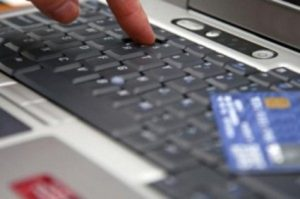 Truffe sul web, acquisti e raggiri. Dieci persone denunciate