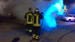 In fiamme nella notte un'auto a Catanzaro