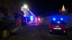 In fiamme nella notte il pub Tonninas, due giovani morti