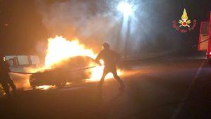 Auto in fiamme nella notte a Girifalco