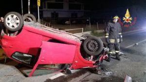 Davoli – Auto si ribalta sulla 106, due giovani feriti